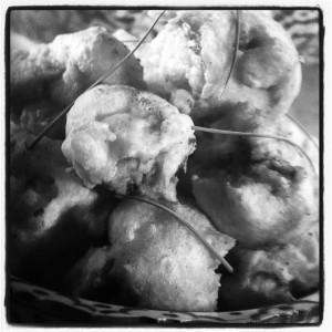 Мидии в кляре под винным соусом