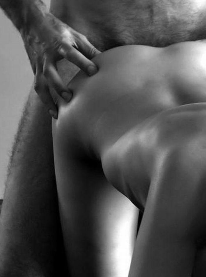 секс в позах черно белое фото