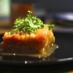 Салат с семгой и хурмой «Розовая страсть»